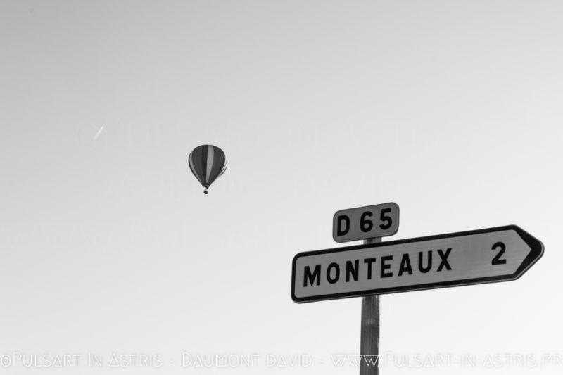 Montgolfière et panneau STOP