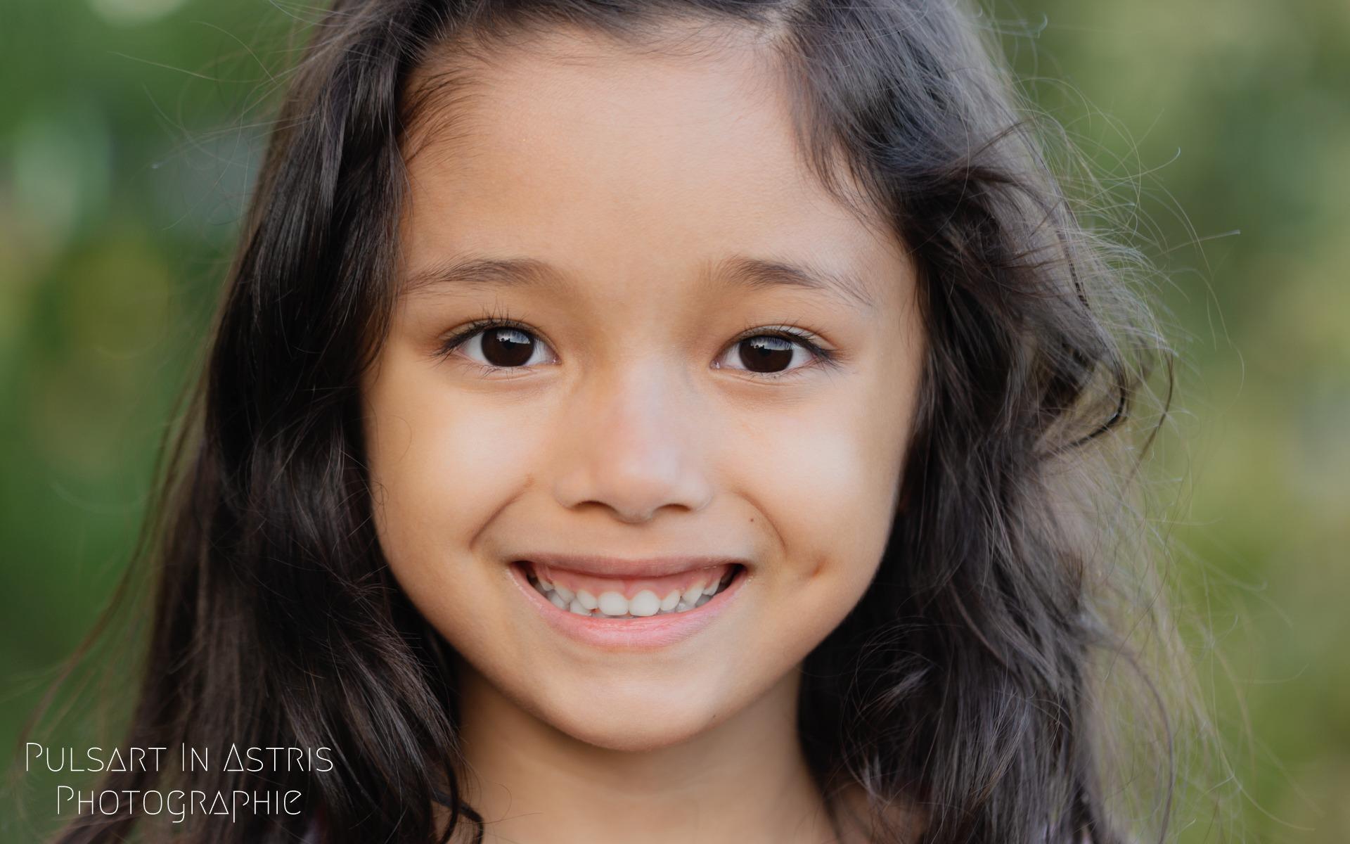 photo fillette souriante