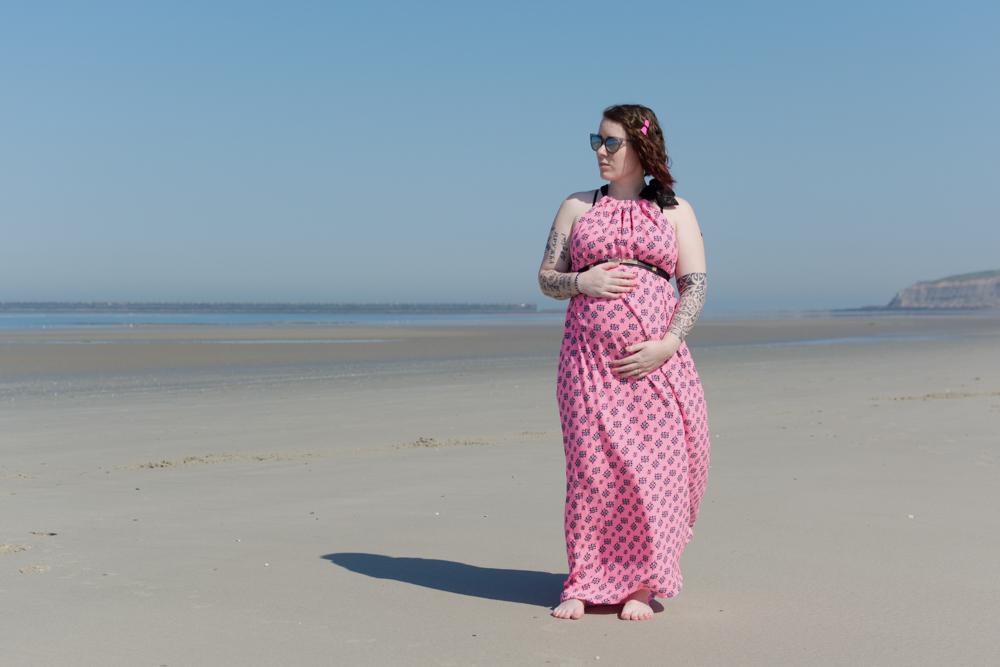 femme enceinte en bord de mer